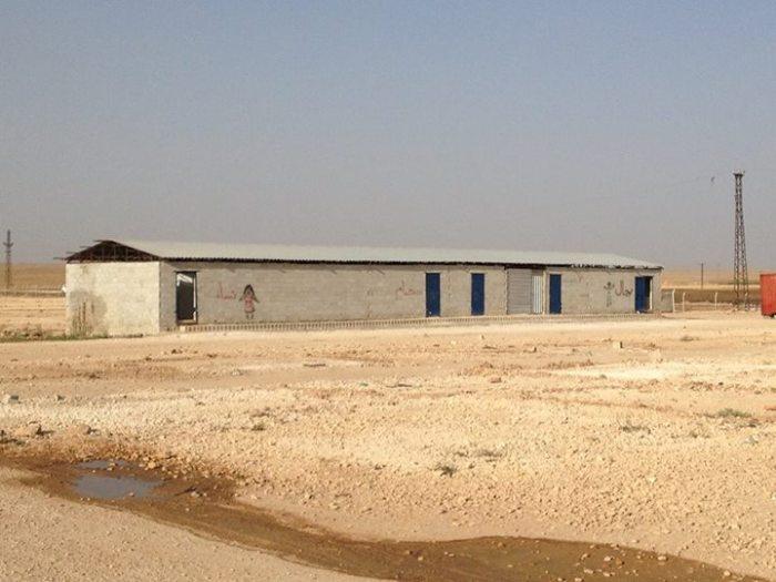 Een sanitair blok in één van de vluchtelingenkampen.