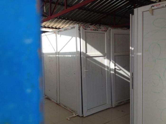 De binnenkant van een sanitair blok